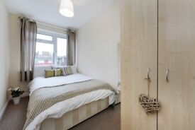 Double Room -- 15MINS FROM WATERLOO -- All Bills included