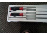 Long blade screwdriver set