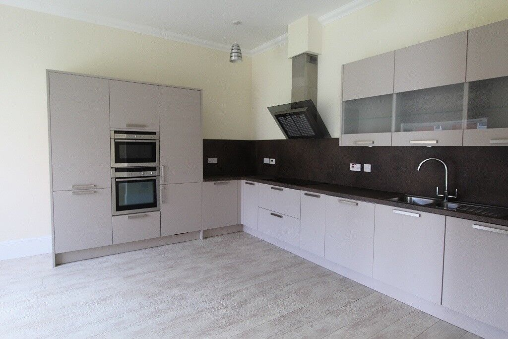 Exceptionally spacious 3 bedroom, 3 bathroom and 2 public rooms plus extra large hallway