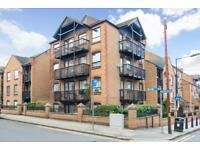 1 bedroom flat in Horseshoe Close, Isle of Dogs, London E14
