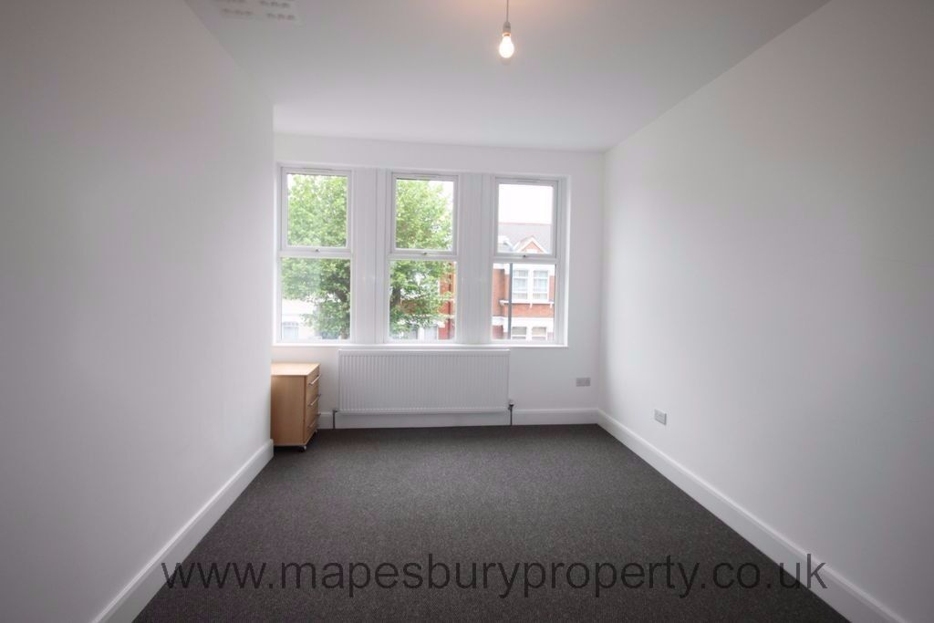 New and luxurious five bedroom flat available now. Close to Willesden Green tube station in zone 2.