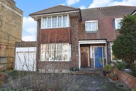SPACIOUS TWO BEDROOM MAISONETTE ON GUNNERSBURY AVENUE WITH ACCESS TO ACTON TOWN STATION £1595 PCM