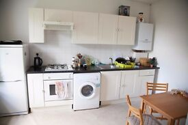 Pleasant 2 double bed flat in Acton. Within easy reach of Ealing and Park Royal