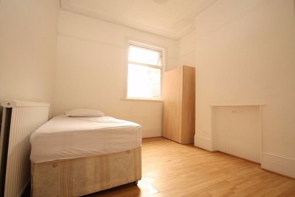 All Bills Included Spacious Double Room Close to Turnpike Lane Piccadilly Line Station