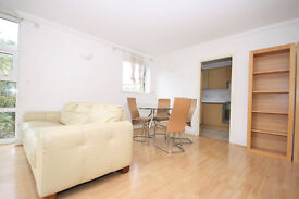 Outstanding two bedroom 2nd floor flat with balcony in Surrey Quays