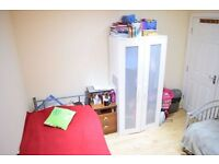 Twin room in lovely house in Tooting . Available from 15/01
