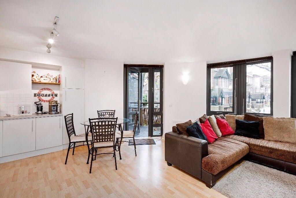 Modern 2 bedroom flat on Clapham Road, £410pw