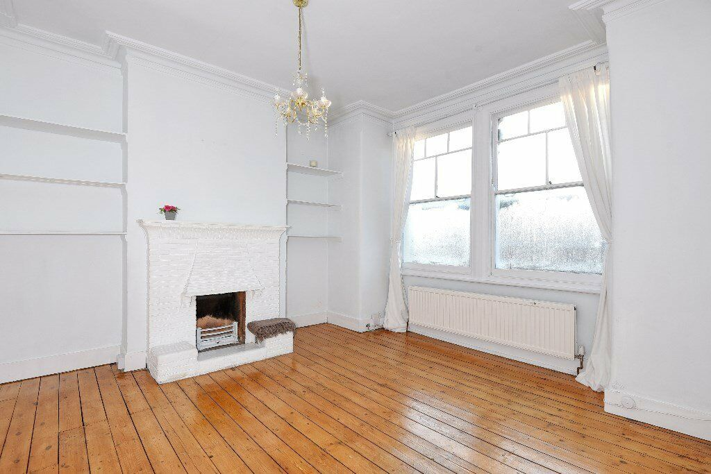 PR - A well presented first floor two bedroom maisonette to rent