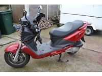 damaged sym royride 200i evo moped scooter spares or repair.