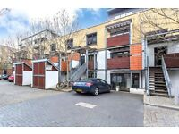 3 bed 3 bath house. 3 balconies and a garden! Secure parking and excellent location. Sharers dream!!