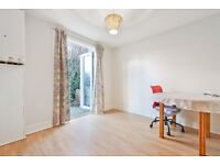 CR0 2HN - THE CRESCENT - A STUNNING 2 BED FLAT WITH PRIVATE GARDEN & ON STREET PARKING - VIEW NOW