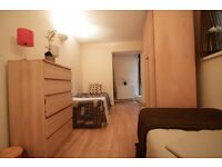 COSY TWIN ROOM TO OFFER IN A LOVELY AREA CLOSE TO THE TUBE STATION ***ARCHWAY***76A/3
