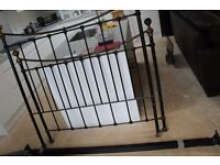 Good Condition Black Metal Bed Frame (DOUBLE)