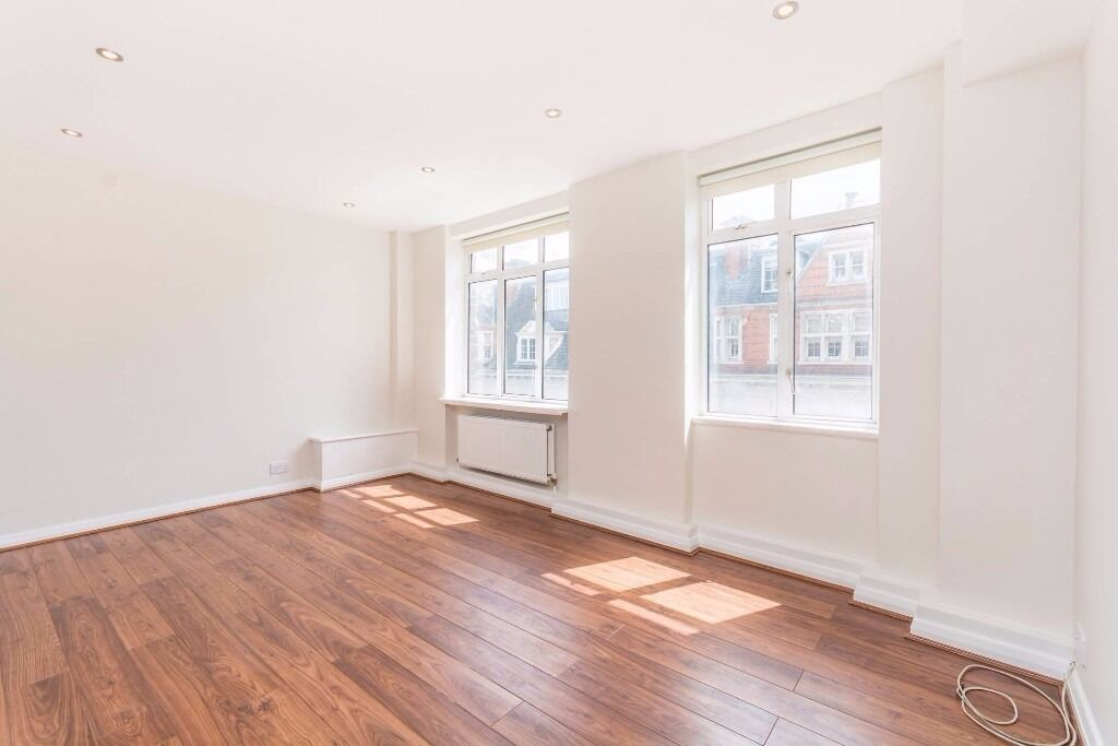 Modern Two Bedroom Apartment, close to all amenities - Warren Court NW1