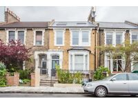 2 bedroom flat in Brooke Road, Stoke Newington, E5