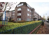 Very nice 3 bed flat close to Earlsfield station. Must be seen!