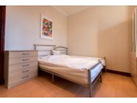 /+/ Amazing Price**Couples Welcome* East London