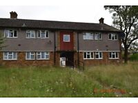 Two bedroom ground floor flat to rent on Kingston Hill Avenue, Romford RM6 5QJ - DSS accepted