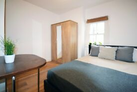 Spacious double room in Aldgate, Liverpool street
