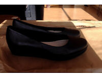 Clarks leather shoes (very good condition) size 5, black