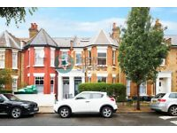 3 bedroom flat in Geldeston Road, Clapton, E5