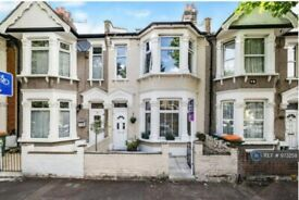 5 bedroom house in Marlow Road, London, E6 (5 bed) (#973258)
