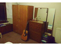 Cheap comfortable room in ideal west-end location