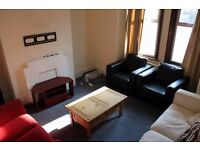 Short term large double rooms available to rent immediately in Battersea.