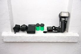 Professional Metz flash unit plus Metz P76 power pack