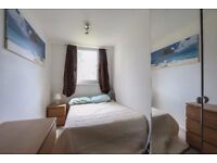 Amazing Ensuite in a Surrey Quays available for couples !