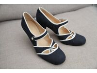 Ladies Hobbs vintage-style Blue & White shoes. Size 5