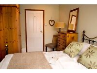 Light & airy double room to rent near Banbury town centre.