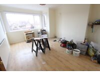 AVAILABLE NOW EN2 FLAT. Close to Enfield TOWN. Perfect for Shop, TRAIN, GYM, A10 M25 & more OAKWOOD