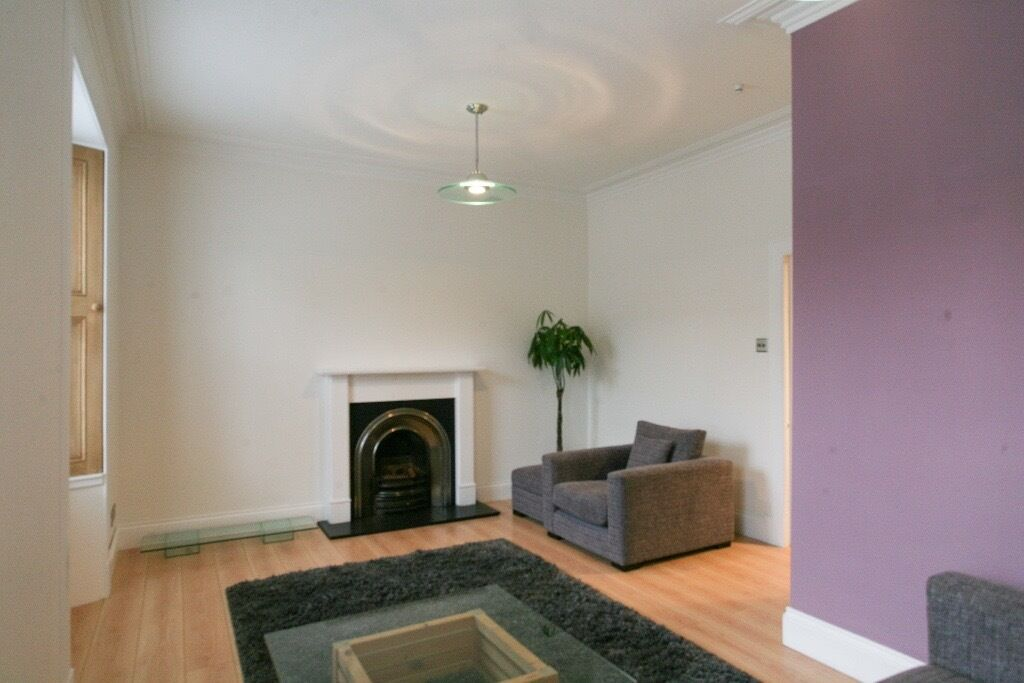 Ref 879: Immaculately presented 2 bed double upper Lochend Rd colonies, Leith Links. Avail 12th Dec