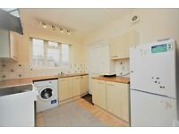 2 bedroom flat in Crest Court, The Crest, Hendon, NW4