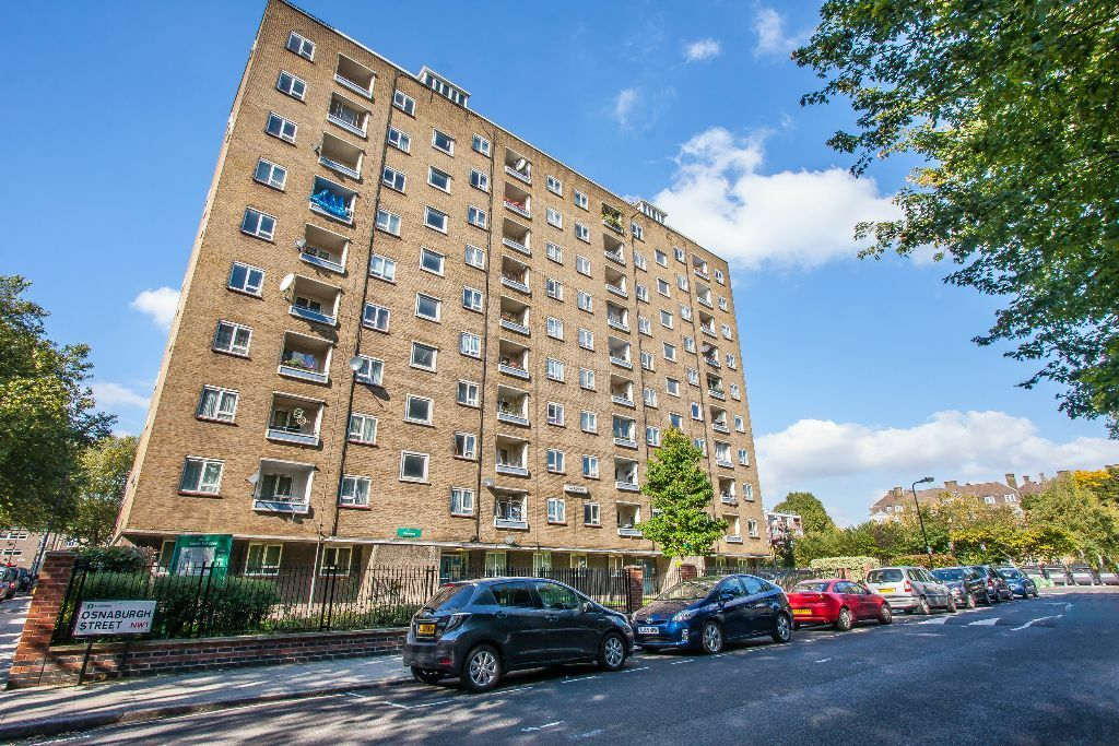 Spacious one double bedroom flat located in Camden within a short walk to Mornington Crescent statio