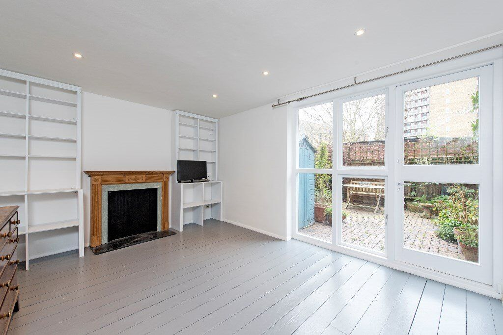 *A GORGEOUS THREE DOUBLE BEDROOM SPLIT LEVEL APARTMENT IN BATTERSEA TO RENT*SW11* PRIVATE GARDEN*