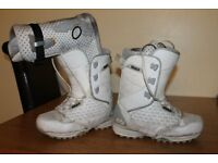 32 Lashed size 9 snowboard boots