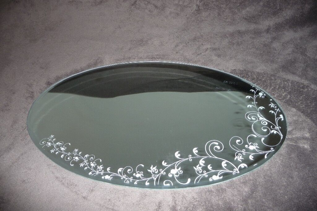 oval mirrorin Norwich, Norfolk - oval mirror, with swirly pattern, perfect condition, no marks or scratches, not needed anymore, size L 60cm W 40cm, asking price £6, txt or email please.thanks