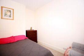 Grand Double Room in West Kensington area