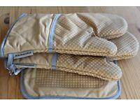 set of 3 KitchenAid oven glove set