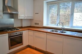 *** LARGE 3 BED FLAT WITH PRIVATE GARDEN - 3 MINUTE WALK TO FOREST HILL STATION - MUST SEE! ***