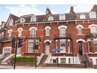 Three bedroom split level flat close to Oval