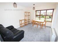 1 bedroom flat in Pursewardens Close, Ealing, W13