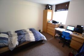 Spacious Double Bed Room With En Suite In Modern Student House In Cathays