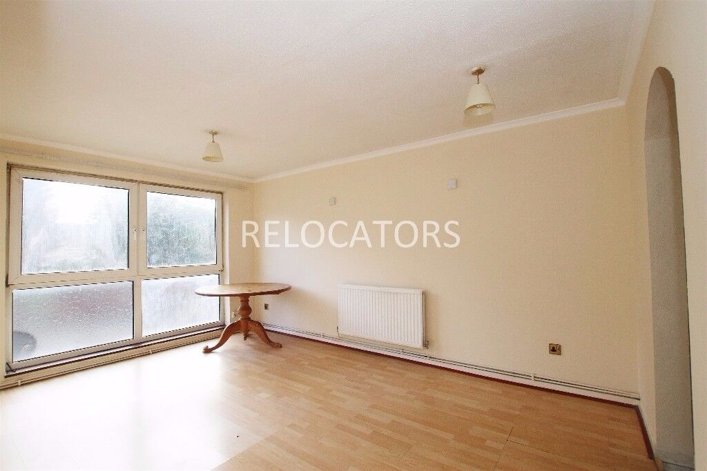 LARGE ONE BEDROOM FLAT CLOSE TO EAST HAM TUBE. PLEASE READ FULL ADVERT