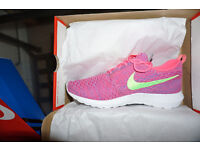Brand new in box Genuine Deadstock Rare Nike Flyknit RosheRun