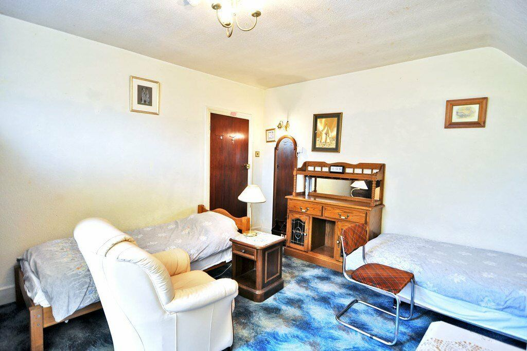 A generously sized, fully furnished TWIN ROOM, ALL BILLS INCLUDED