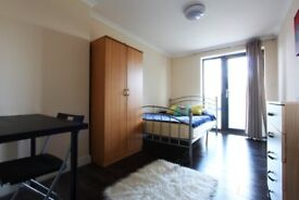 J*/ 2 SPACIOUS DOUBLE ROOM** EAST ACTON** 4BEDROOM FLAT WITH BALCONY