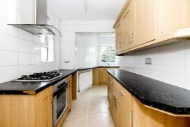 Lovely 3 bedroom family home in Cowley available now!